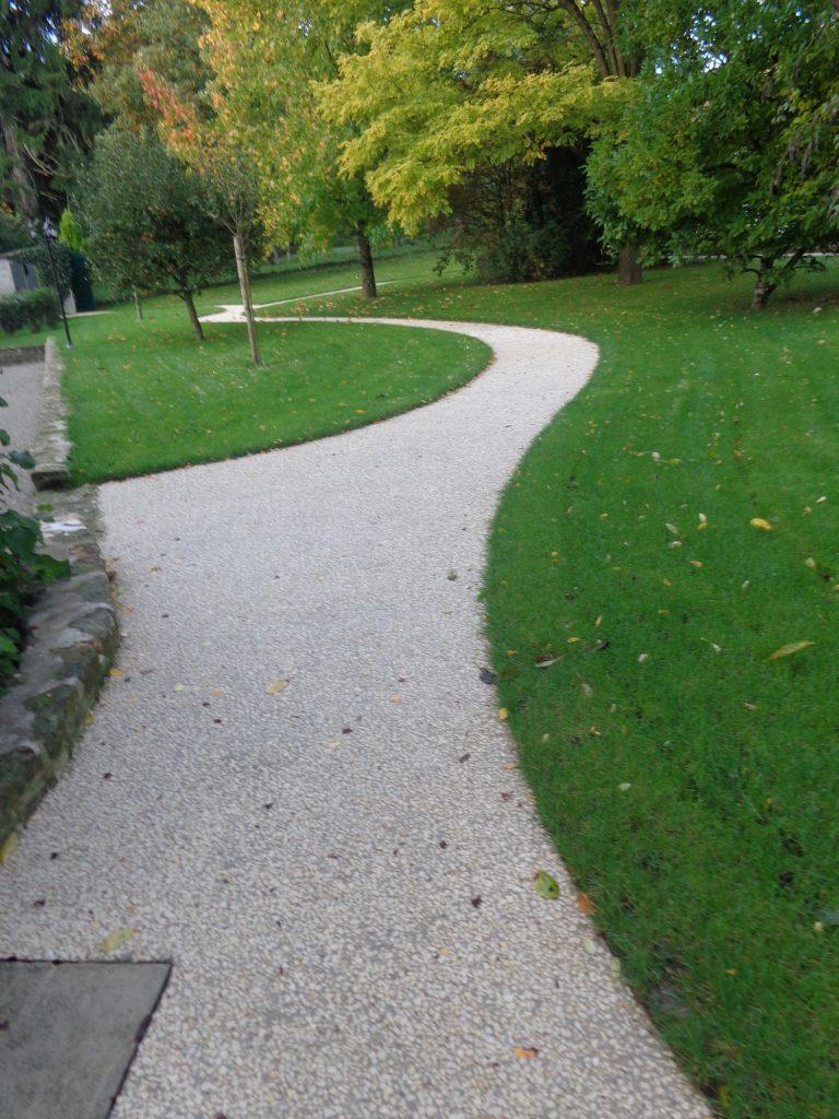 Allee courbe beton desactive