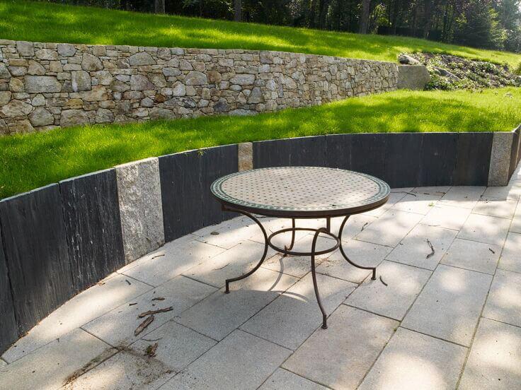 palis de quartzite noire et granit
