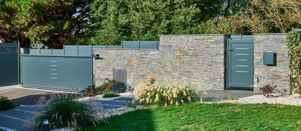 Mur clôture en Stonepanel et portail